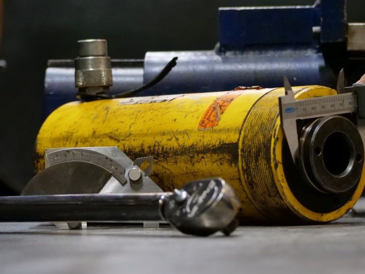 cylinder and measuring equipment